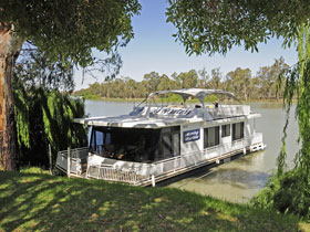 Boats and Bedzzz - The Murray Dream self-contained moored Houseboat - Accommodation Mooloolaba