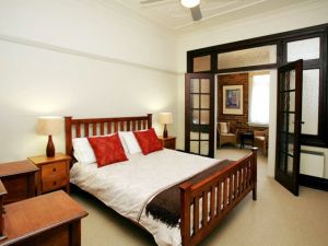 The Bank Guesthouse - Accommodation Mooloolaba
