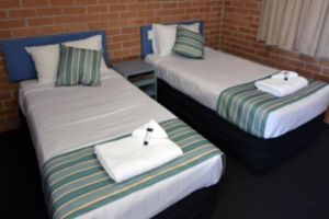 The Oaks Hotel Motel  - Accommodation Mooloolaba