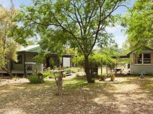 Red Tractor Retreat - Accommodation Mooloolaba