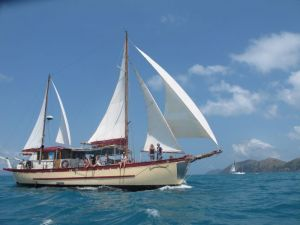 Adventure Cruise Dive and Outer Reef - Whitsundays Sailing Adventures - Accommodation Mooloolaba