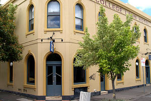 The College Lawn Hotel - Accommodation Mooloolaba
