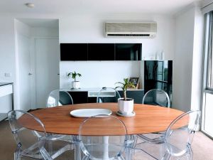 Staying Places - The Avenue - Accommodation Mooloolaba