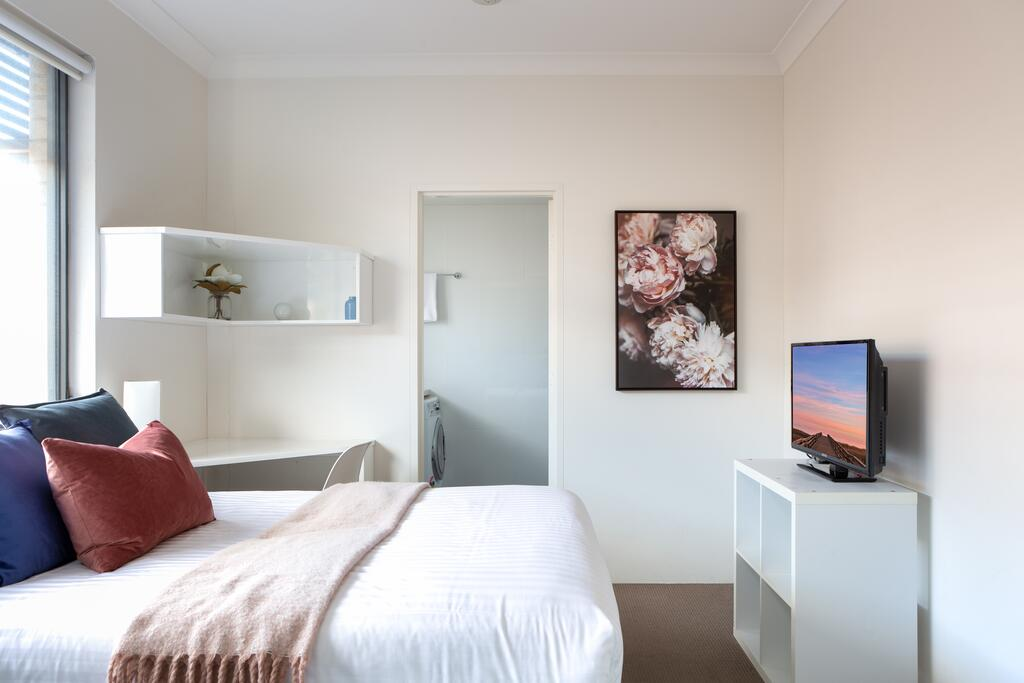 Bright Studio Steps from Westmead Hospital - Accommodation Mooloolaba