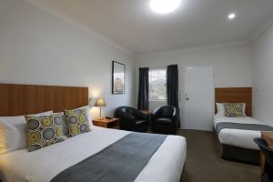 Cadman Motor Inn and Apartments - Accommodation Mooloolaba