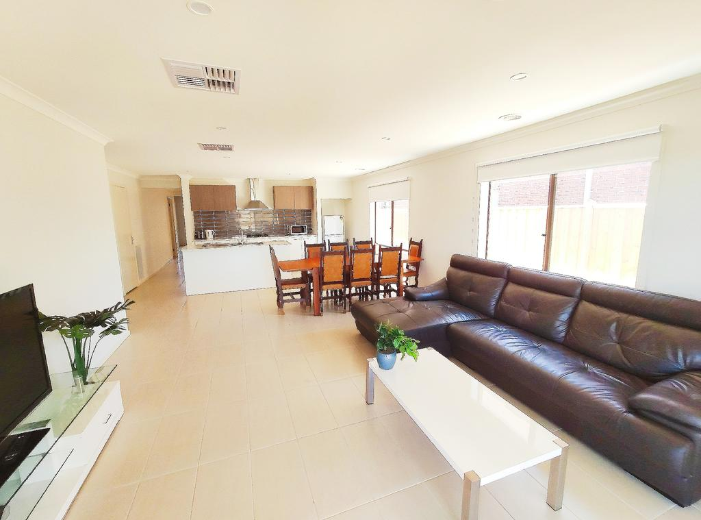 Comfortable 5BR House 6mins to Werribee Station.Great Ocean Road tourist stopover - Accommodation Mooloolaba
