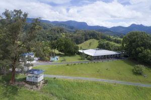 Hillcrest Mountain View Retreat - Accommodation Mooloolaba