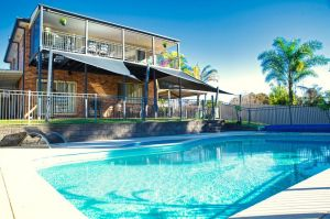 Magnificent Lakeview House - Long Jetty - Accommodation Mooloolaba