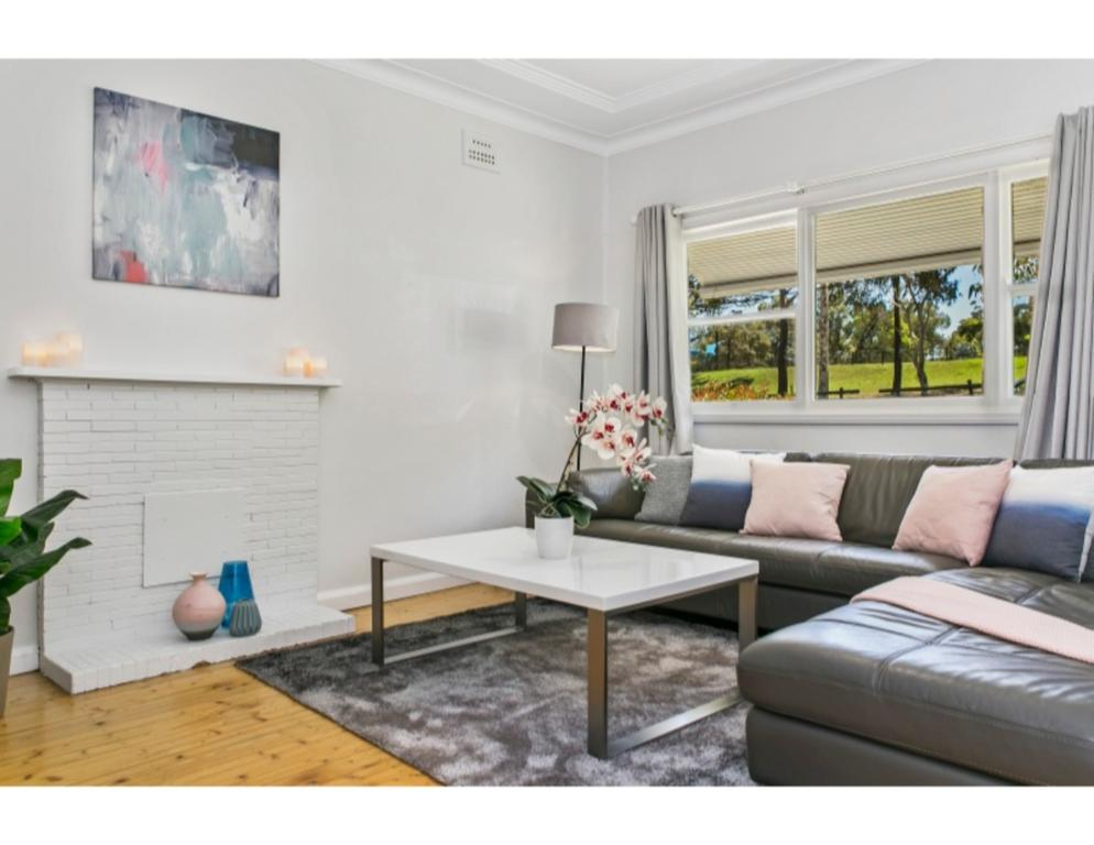Modern Aus home on the edge of North Ryde Oval - Accommodation Mooloolaba