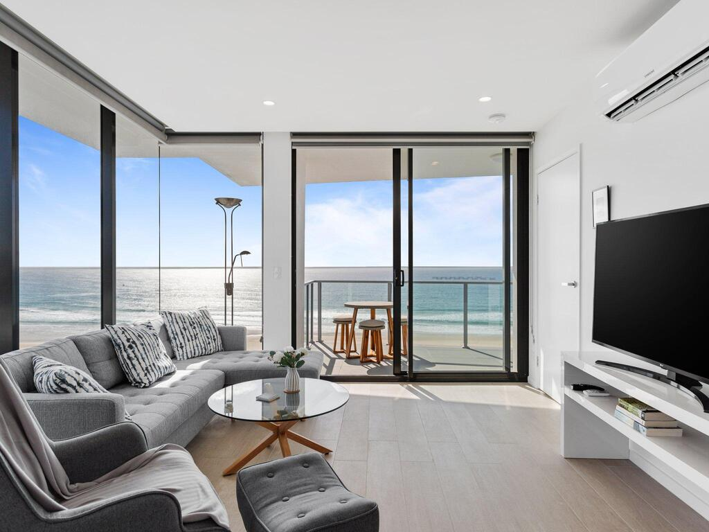 Ocean Views Apartment with Rooftop Pool - Accommodation Mooloolaba