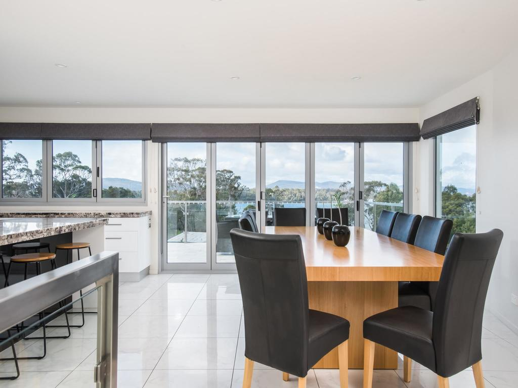 Paradise Point - Tamar Valley 14 Persons Residence with pool - Accommodation Mooloolaba