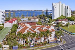 Santa Fe by the Broadwater - Accommodation Mooloolaba