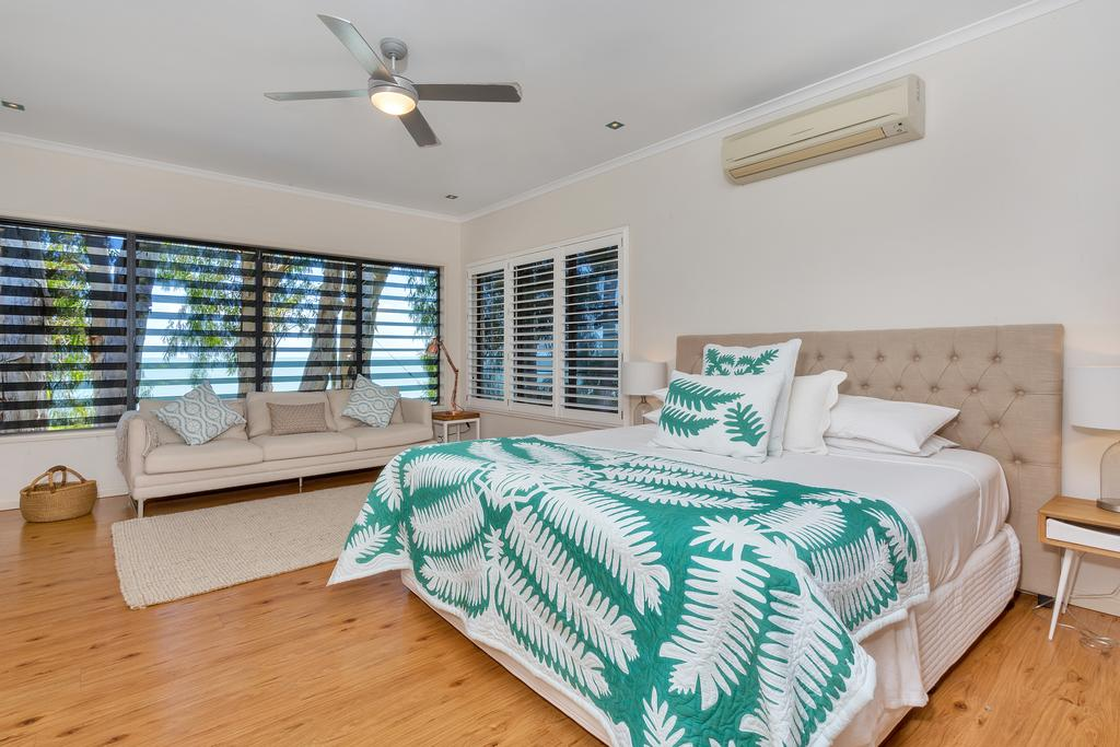 Seascape Luxury Beachfront House - Accommodation Mooloolaba