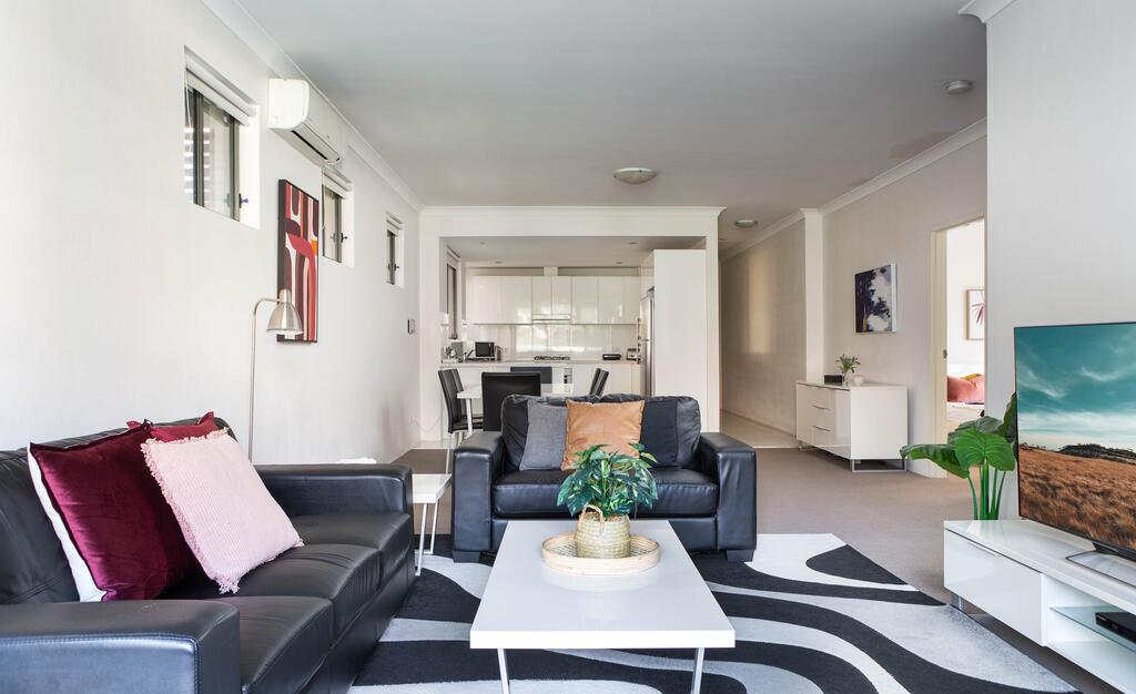 Spacious Two-Bedroom Apartment near Hospital - Accommodation Mooloolaba