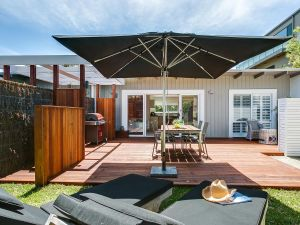 Capella Villa No. 4 - stunning luxury decor inside and out - Accommodation Mooloolaba