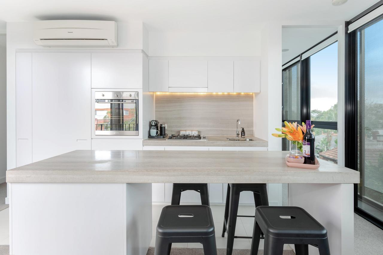 Modern Apartment in the heart of St Kilda - Accommodation Mooloolaba