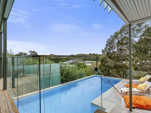 Lansdowne Villa - with swimming pool - Accommodation Mooloolaba