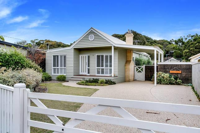 Cute Cottage on Cain - beach at end of street - Accommodation Mooloolaba