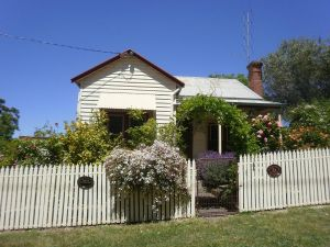 Miss Pym's Cottage - Accommodation Mooloolaba