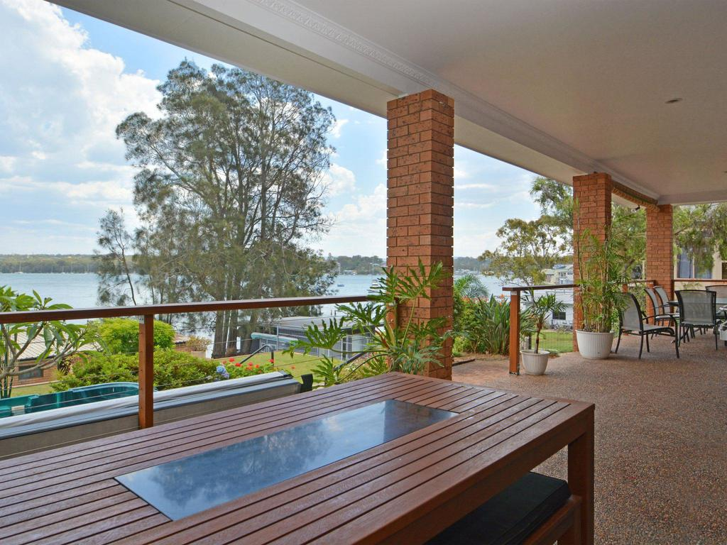 The House on the Lake  Fishing Point Lake Macquarie - honestly put the line in and catch fish - Accommodation Mooloolaba