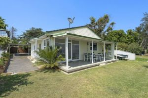 Toukley Lakefront HouseToukley - Accommodation Mooloolaba