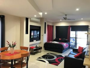 Ultra Modern Private Studio Room - Accommodation Mooloolaba