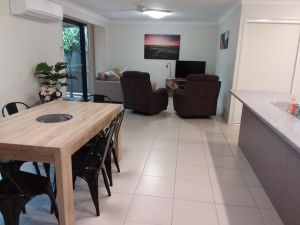 Waratah and Wattle Apartments - Accommodation Mooloolaba
