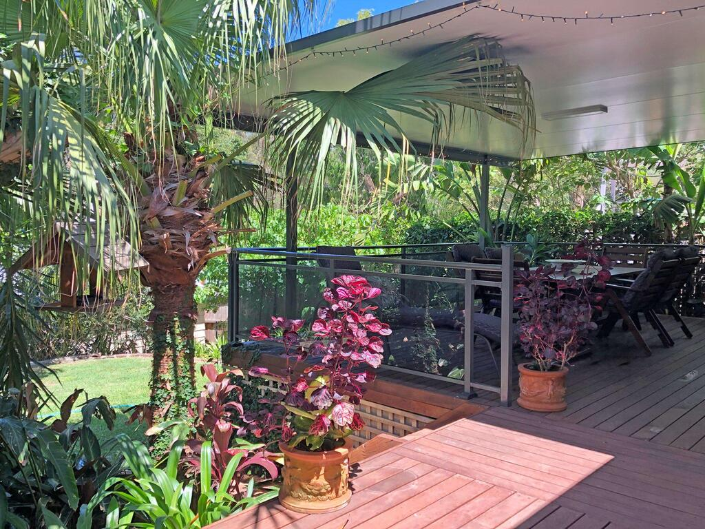 'Sandy Palms' 28 Moorooba Cr - Beautiful Home with Wifi Air-con and Boat Parking - Accommodation Mooloolaba