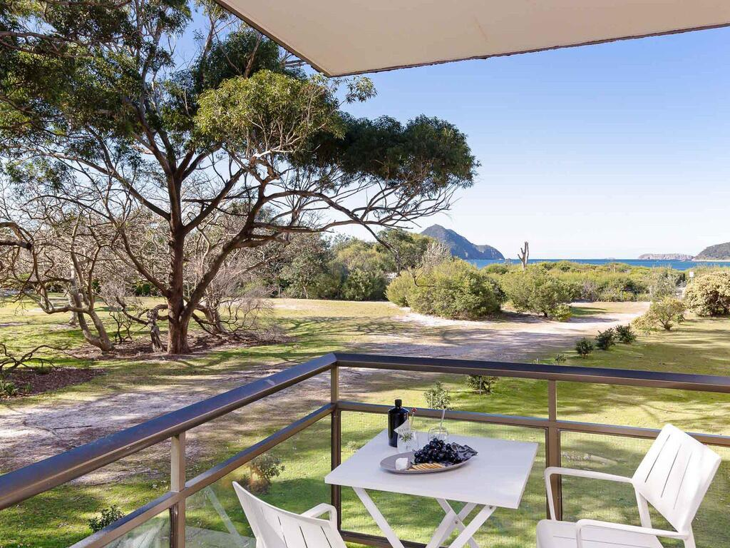 1 'Intrepid' 3 Intrepid Close - Amazing views of Shoal Bay only 100m from the Beach - Accommodation Mooloolaba
