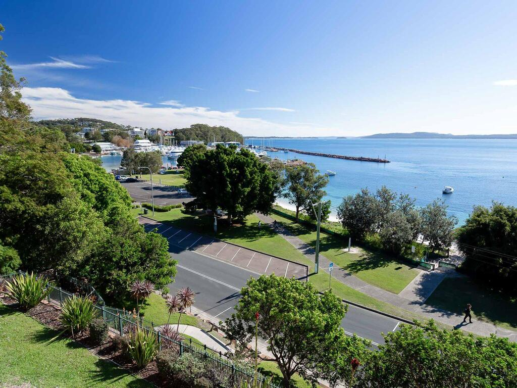 1 'Kiah' 53 Victoria Parade - stunning views wifi aircon just across the road to the water - Accommodation Mooloolaba