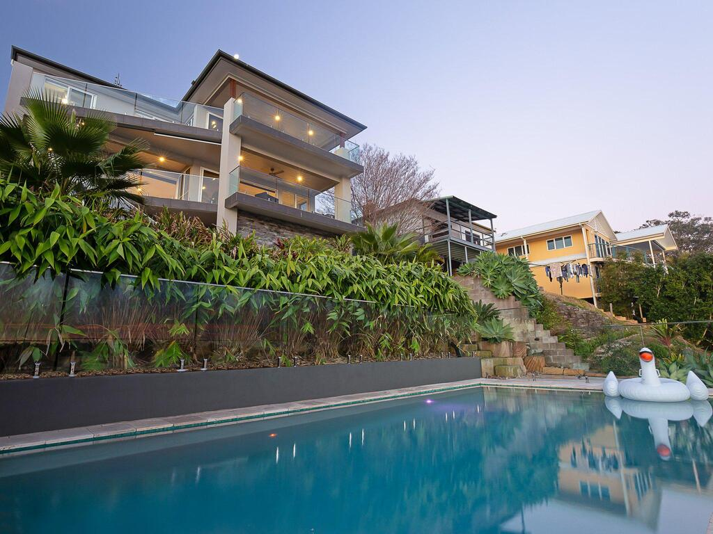 Absolute Waterfront Lakehouse Fishing Point Waterfront Pool Jetty - Accommodation Mooloolaba