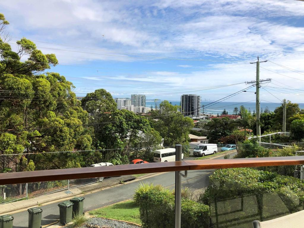 Amazing apartment ocean views and hot tub on balcony - Coolangatta - Accommodation Mooloolaba