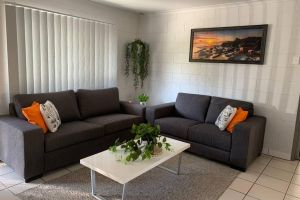 Andergrove Home with a Garden View-Wi-fi  Netflix - Accommodation Mooloolaba