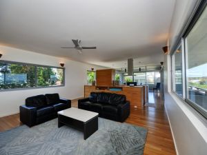 Architectural Design on the Beach - Accommodation Mooloolaba
